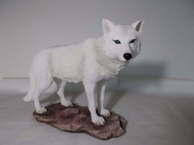 Picture of Arctic Wolf /Majestic Lone White Wolf Collectible Figurine Statue Home Decor Gift